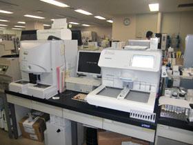 全自動尿分析装置と全自動尿中有形成分分析装置